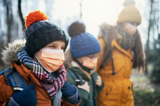 Коронавирус исчез? Обязательно ли носить маски? Мнение врача