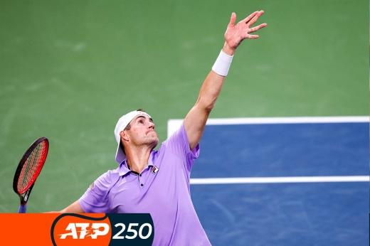 Турниры ATP-250: Ник Кирьос развлекает зрителей, подаёт между ног, исполняет твинеры, самые яркие видеофрагменты