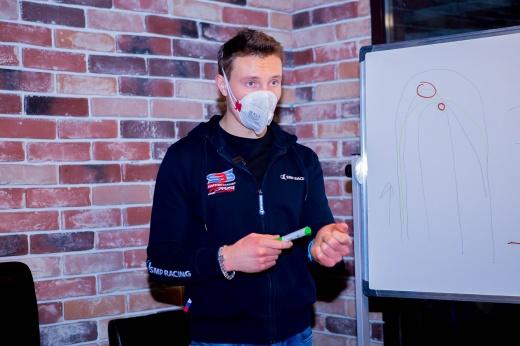 Как пилот Формулы-1 учил меня гоняться, а я чуть его не сбил