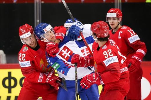 Шарангович показал неприличный жест словакам, теперь капитана белорусов могут наказать