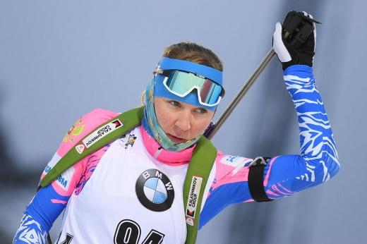 «Букет дохлый». Российская биатлонистка посмеялась над своей церемонией награждения