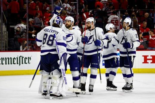 «Тампа» — «Каролина» — 2:3 ОТ — видео, голы, обзор матча плей-офф НХЛ