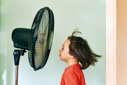 Вентилятор не спасёт: что не стоит делать в жару?