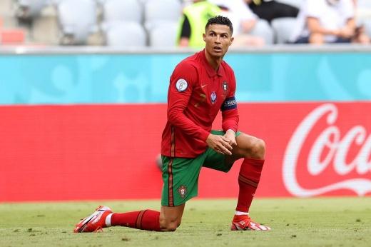 «Роналду — хромая утка». Лидера Португалии троллят, несмотря на рекорд