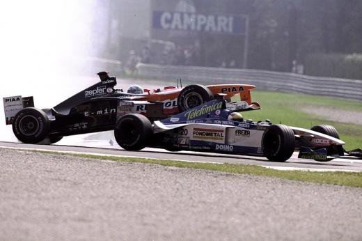 Макаронник, сын Бельмондо и пилот, троллящий сам себя. 10 худших гонщиков Формулы-1 90-х