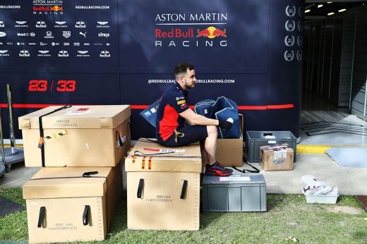 Что будет с календарём Формулы-1 и как сорванный старт сезона повлияет на команды?