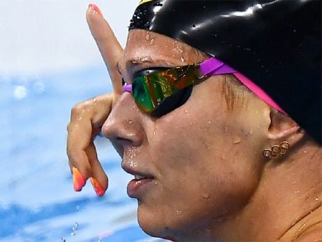 «Ты поднимаешь вверх палец, а сама поймана на допинге»