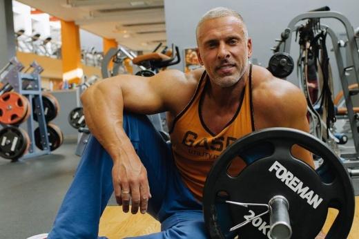 Упражнения на растяжку для задней поверхности бедра, плечевого сустава, нижней части спины, убрать зажатость