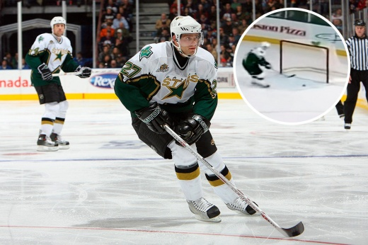 Самые смешные видео в хоккее, игрок промахнулся по пустым воротам