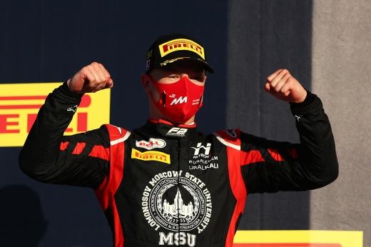 В Формуле-2 снова ярчайшая гонка и победа россиянина! А в лидеры вышел Мик Шумахер