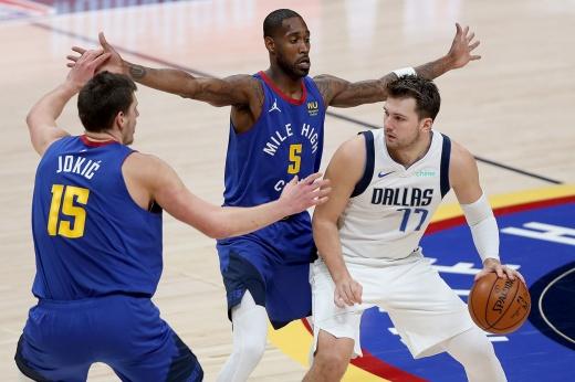 НБА обретает европейское лицо. Дончич и Йокич мощно выясняли отношения