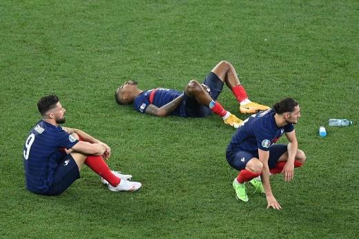 «Пощёчина, катастрофа!» Чемпионов мира раскритиковали на родине за вылет с Евро