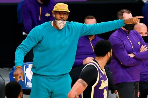 «Лейкерс» проиграли «Финикс Санз» в плей-офф НБА, Леброн Джеймс отметился антидостижениями
