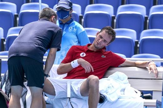 Хватит издеваться! В Токио из-за жары теннисисты уже чуть не падают на корт без сознания