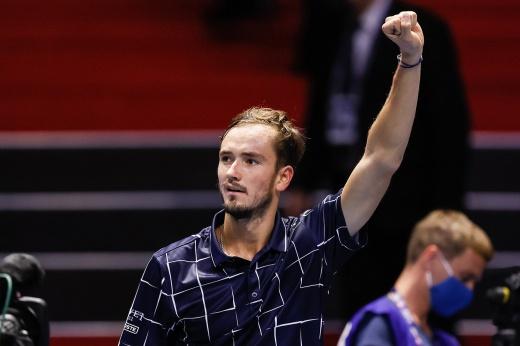 Даниил Медведев, несмотря на судороги, пробился в 1/8 финала «Мастерса» в Майами, он довёл серию побед до 6 матчей