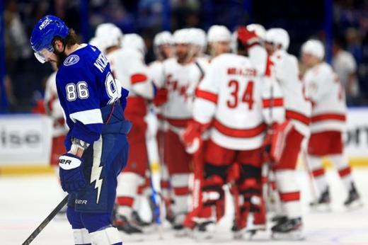 «Тампа» — «Каролина» — 6:4, видео, обзор матча плей-офф НХЛ, команды забили 8 голов за период