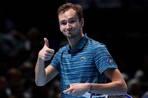 Итоговый чемпионат ATP. Медведев обыграл Шварцмана и прошёл в полуфинал без поражений