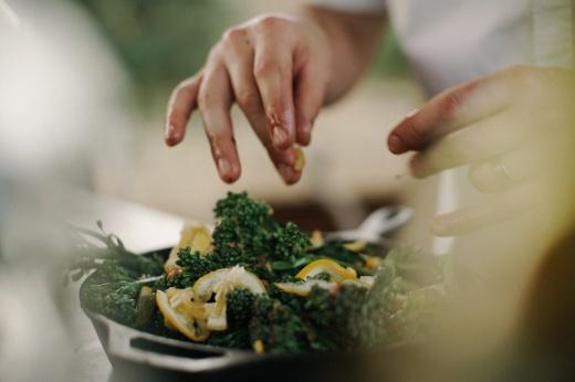 Полезные калории: 5 идей для летних ПП-салатов