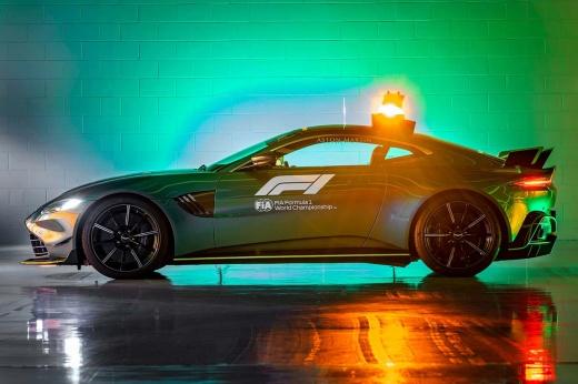 Необычно: в Формуле-1 теперь зелёный сейфти-кар. И новинку может купить любой желающий!
