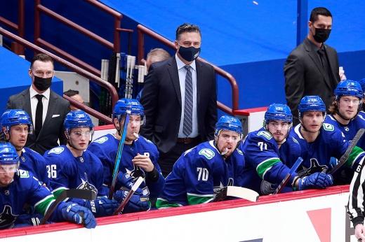 «Мои лёгкие «кричат». У «Ванкувера» 19 игр за месяц, там возмущены решением НХЛ