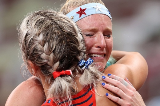 A pole vaulter crashed from a height at the 2020 Olympics.  Morris narrowly escaped injury.