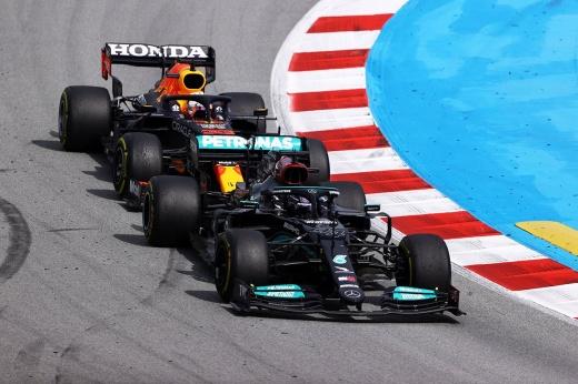 Правда ли, что ФИА тащит «Мерседес» в Формуле-1? Разбираемся в обвинениях