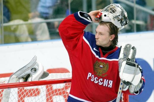 Какой была карьера хоккеиста Валерия Карпова, трагическая смерть после удара головой