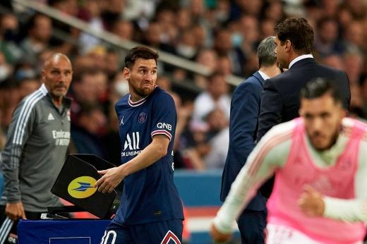 Месси опять не забил за «ПСЖ», и его заменили. Лео был очень недоволен