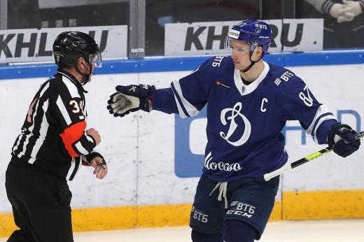 Как Дацюка в матче КХЛ удалили до конца матча, видео