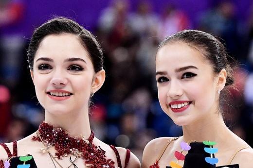 Одна победа на двоих. Как Медведева и Загитова отпраздновали успех на командном турнире