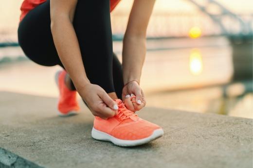 Как стирать кроссовки и спортивную форму после тренировки