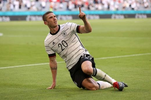Пил много пива и попрощался с футболом в 18 лет. Госенс — герой самого яркого матча Евро