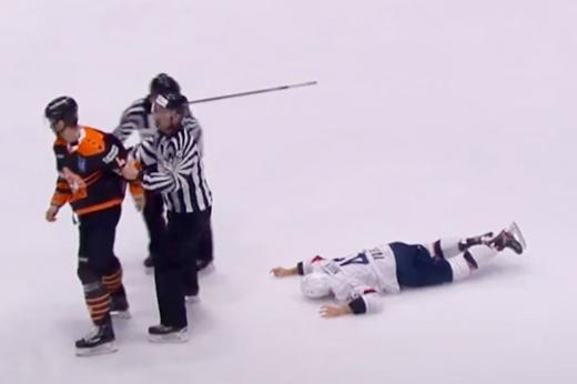 Словацкая команда ушла со льда, протестуя против грязной игры соперника, видео