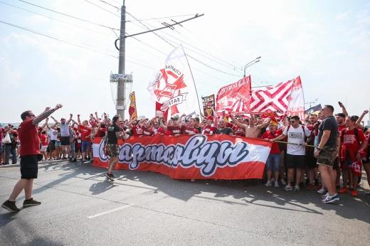 Фанаты «Спартака» перекрыли дорогу, провожая команду. Им грозит уголовное наказание