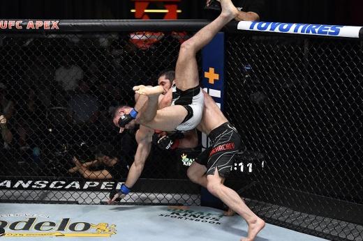 UFC 267: Махачев — Дос Аньос, дата поединка, где смотреть онлайн боя Махачев — дос Аньос