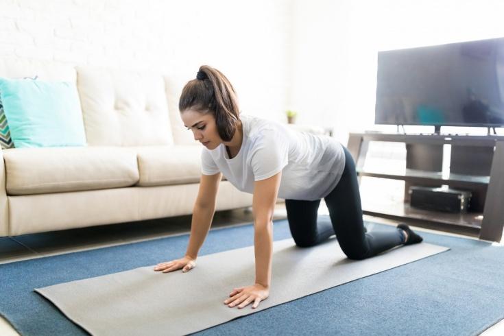 Как правильно выполнять упражнение «кошка» для спины? Польза для похудения