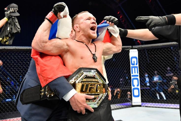 Пётр Ян нокаутировал Жозе Альдо и стал чемпионом UFC в легчайшем весе, фоторепортаж
