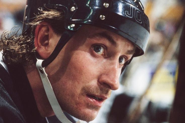 «Думал, что видел в хоккее всё». Первый матч НХЛ на открытом льду могли сорвать кузнечики