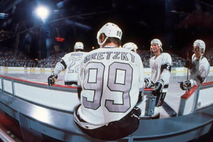 Первый матч НХЛ под открытым небом: нашествие кузнечиков в Вегасе, тающий лёд, гол Гретцки