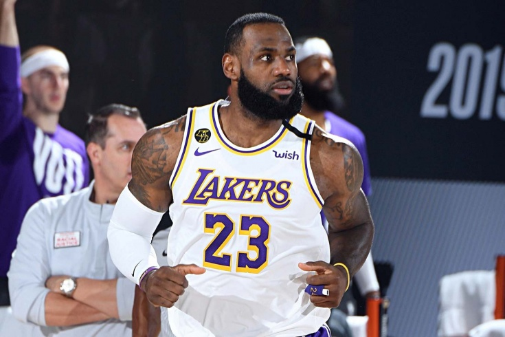 «Лейкерс» проиграли «Денверу» в плей-офф НБА, несмотря на рекорды Леброна Джеймса