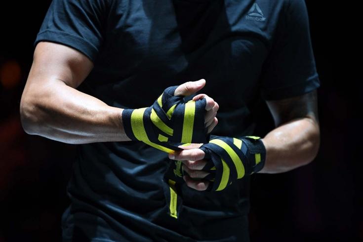 Нужно ли ужесточить наказание профессиональным бойцам за драки на улице?