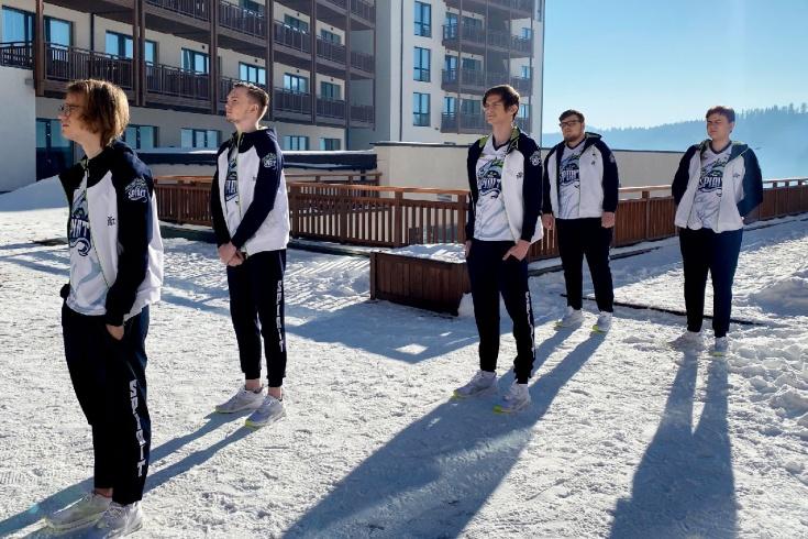 Российская команда Team Spirit уступила в первом м