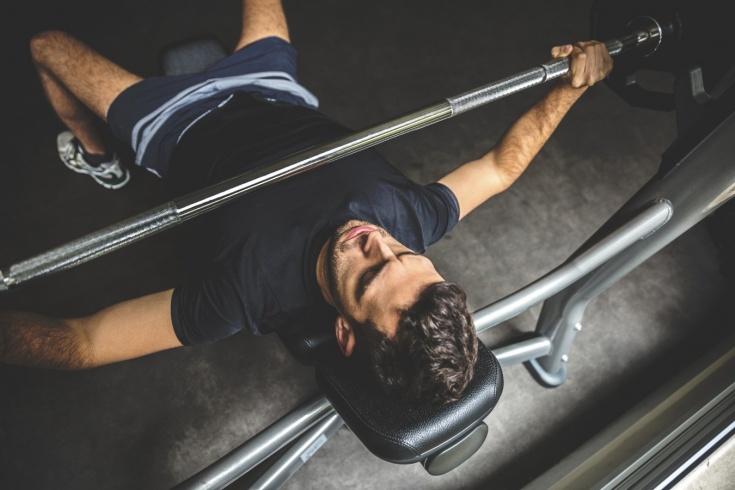 Жим лёжа – как правильно выполнять и избежать травм и ошибок