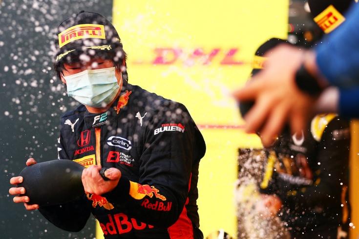 Цунода выиграл гонку Формулы-2 в Бахрейне, опередив Мазепина и Шварцмана