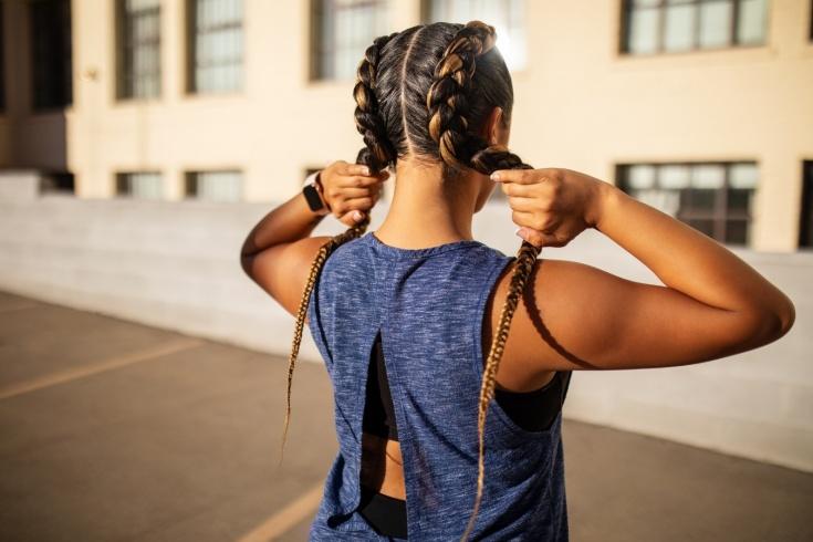 Какие причёски удобны для тренировок? Необычные хвосты, пучки и косы.