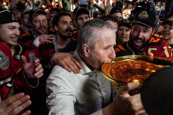 Видео из чемпионской раздевалки «Авангарда», как Ковальчук и Ко праздновали победу в Кубке Гагарина