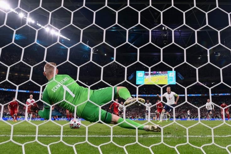 «Позорное решение судьи». Футбольный мир в недоумении от пенальти в пользу Англии
