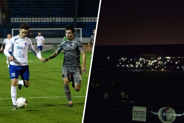 «Факел, который погас». Почему матч ФНЛ в Воронеже приостановили почти на час
