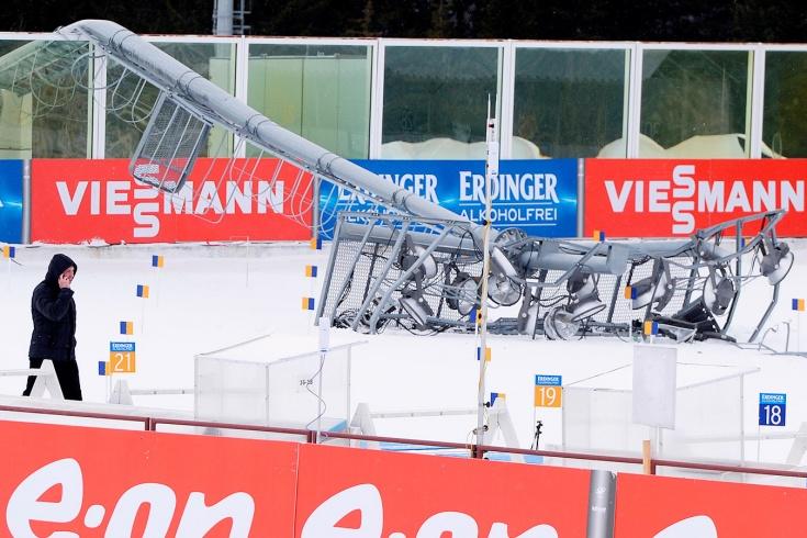 Биатлон, Кубок мира — 2020/2021, Нове-Место: на тренировке на трассу упала вышка — видео