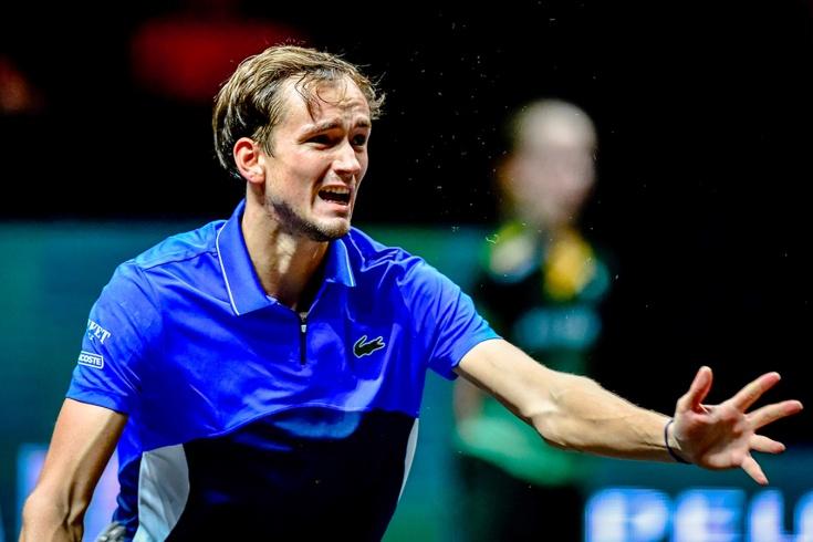 Даниил Медведев проиграл 3 матча из 4 и опять некрасиво ведёт себя на корте